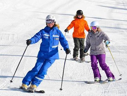 Women skiing (news.vailresorts.com)