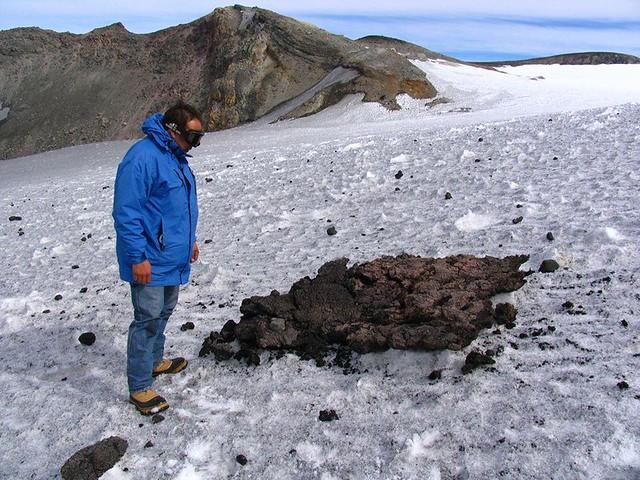 Piroclasto expulsado por el volcán Copahue durante la Alerta Naranja de octubre de 2014.