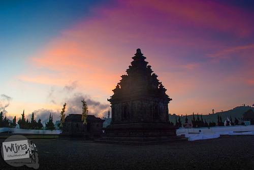 Kompleks Candi Arjuna di Sore hari saat Dieng Culture Festival 2014