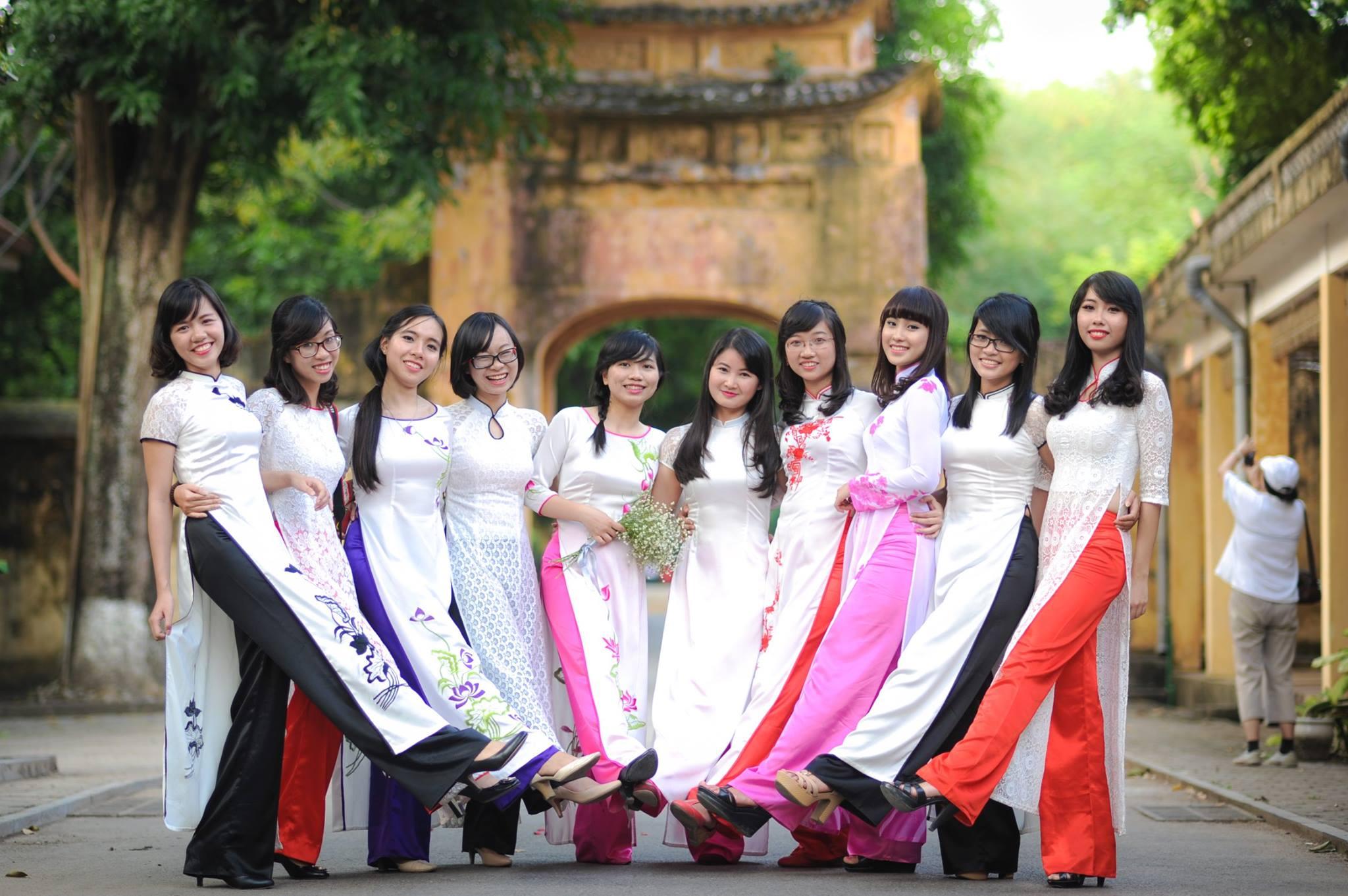 Áo dài Kỷ yếu – Một thời để nhớ – Lớp Anh21 CLC – Đại học Ngoại Thương
