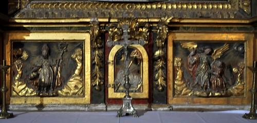 Arenillas de Riopisuerga (Burgos). Iglesia de Santa María. Retablo de la Milagrosa. Detalle del banco