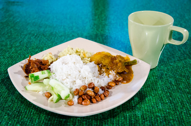 Tanah Aina Farrah Soraya's breakfast, Nasi Lemak and Misai Kucing Tea