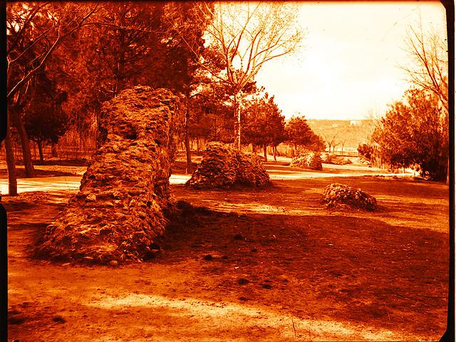 Excavaciones en el circo romano de Toledo a comienzos del siglo XX. Fotografía de Pedro Román Martínez © Fondo Rodríguez de la JCCM, Archivo Histórico Provincial de Toledo. Signatura R-129-2-10