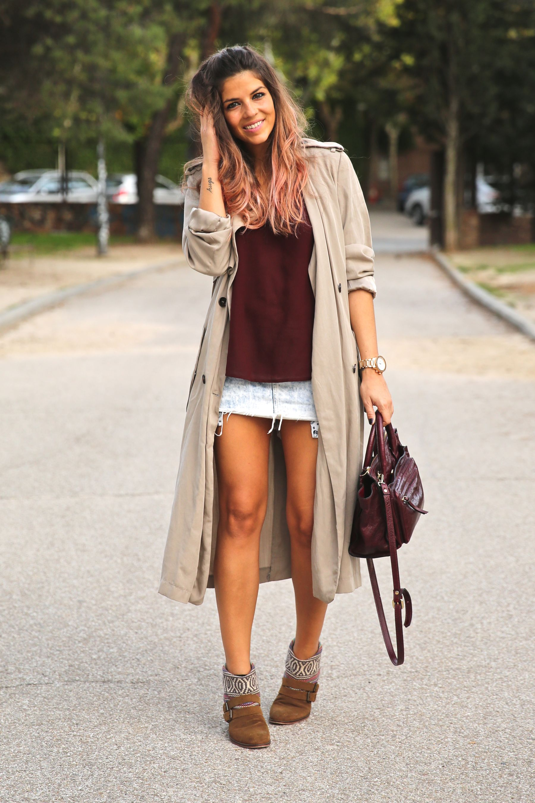 trendy_taste-look-outfit-street_style-ootd-blog-blogger-fashion_spain-moda_españa-boho-hippie-gabardina-botines_camperos-booties-gabardina-raincoat-burgundy_bag-zara-10