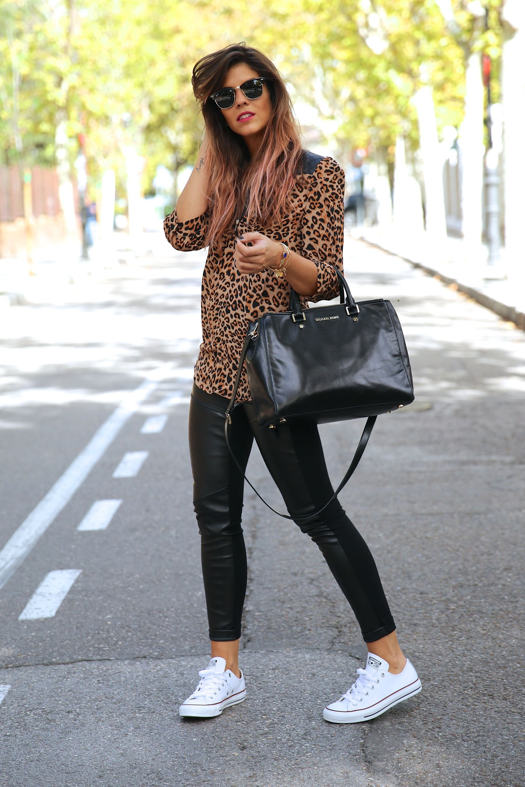 trendy_taste-look-outfit-street_style-ootd-blog-blogger-fashion_spain-moda_españa-leo_print-leopardo-converse-all_star-michael_kors-leggings-clubmaster-14