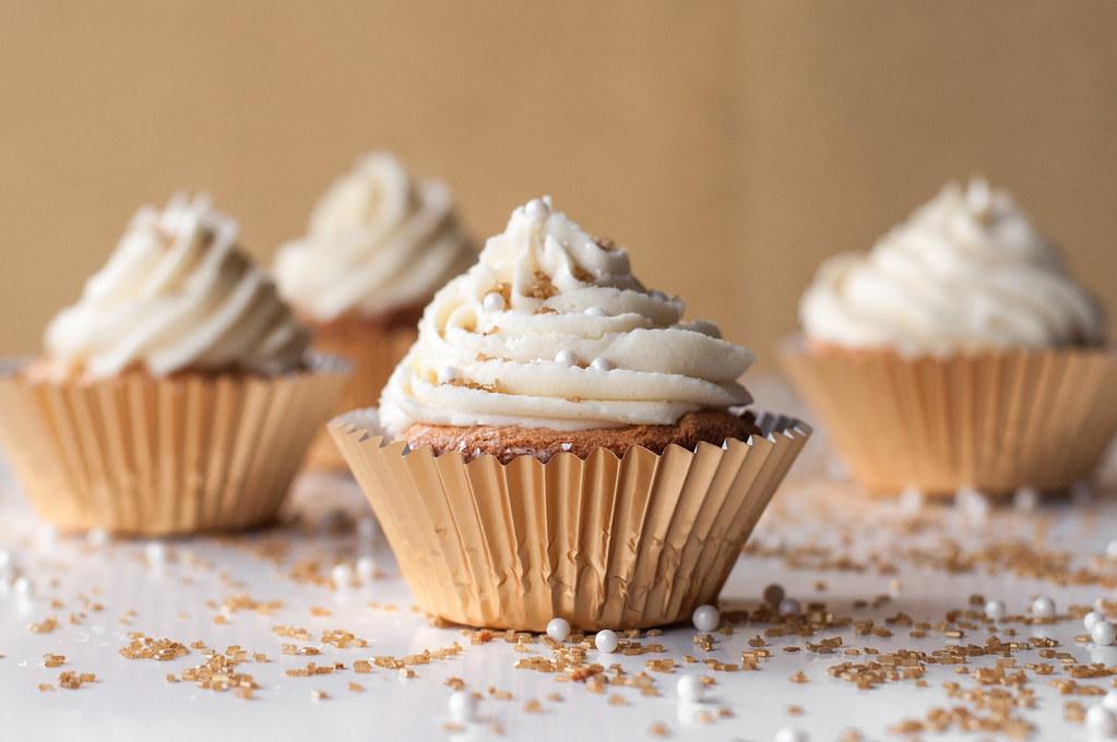 white gir cupcake wallpaper - photo #36