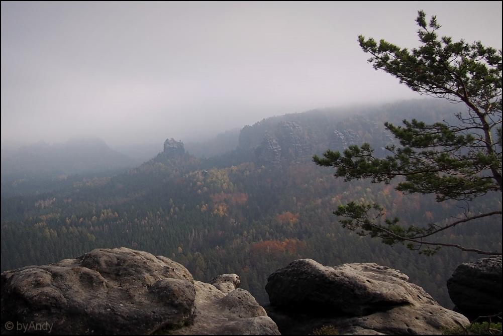 Raubschloss im Nebeldunst