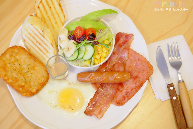 18833665226 74cb7fee6c z - 好逗Food.Cafe.Good Dog,小清新少女風咖啡店~帕尼尼不錯吃喔!