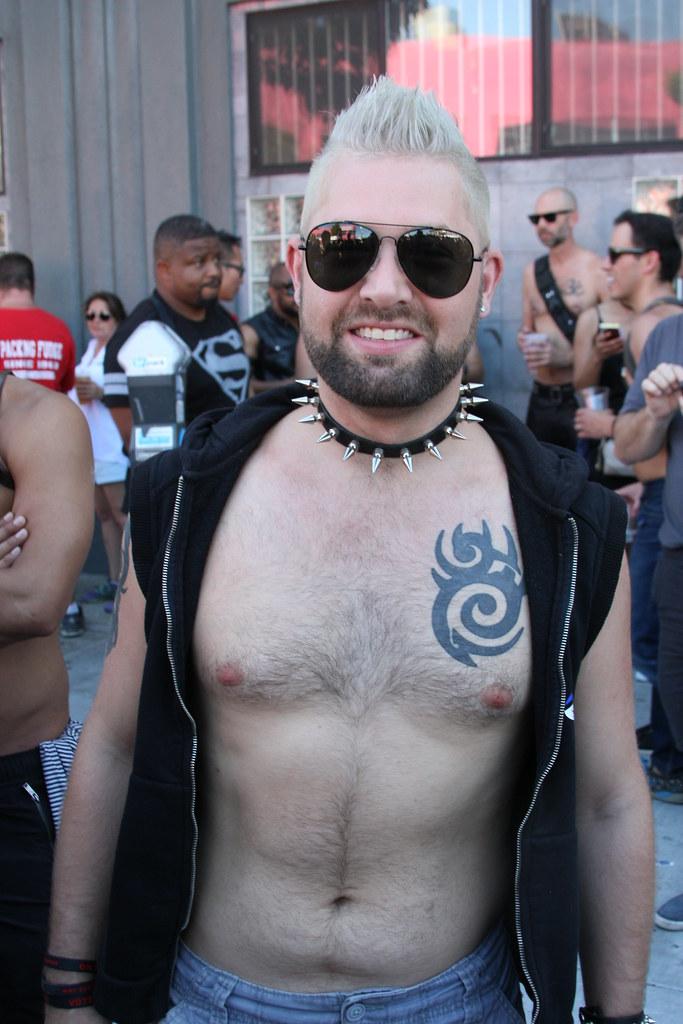 SEXY SHIRTLESS PUNK HUNK ! FOLSOM STREET FAIR 2016 ( safe photo )