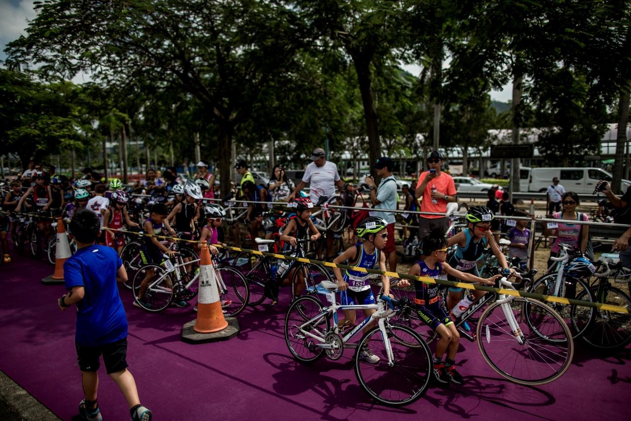 家長企定定在孩子的單車旁,那麼跑步回來的孩子,便可極速尋回自己的單車。(作者提供圖片)