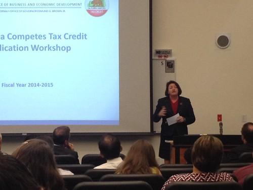 Assembly Speaker Toni Atkins addresses crowds at a Cal Competes Workshop