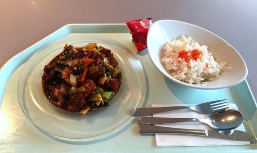 Baked coalfish with vegetables in massaman chili sauce / Gebackenes Seelachsfilet mit verschiedenem Gemüse in Massaman-Chili