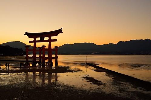sunset shrine seashore 神社 夕景 海 厳島神社 瀬戸内海 広島 宮島 世界遺産 広島湾