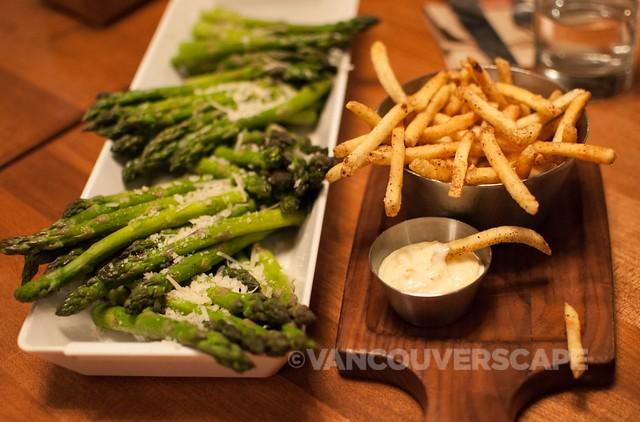 Earl's asparagus, frites