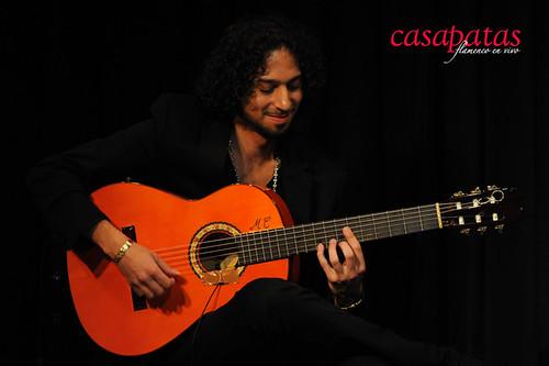 A la guitarra, Jony Jiménez. Foto: Martín Guerrero