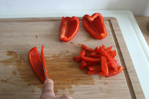 15 - Paprika in Streifen schneiden / Cut bell pepper in slices