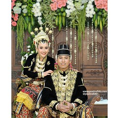Simple. Traditional. Couple. Jawa. Javanese. Wedding. Citra+Andree wedding day at Yogyakarta, Indonesia. Wedding photo by @Poetrafoto.   Visit our web for more images. Check our IG profile for more info. Thank you :)