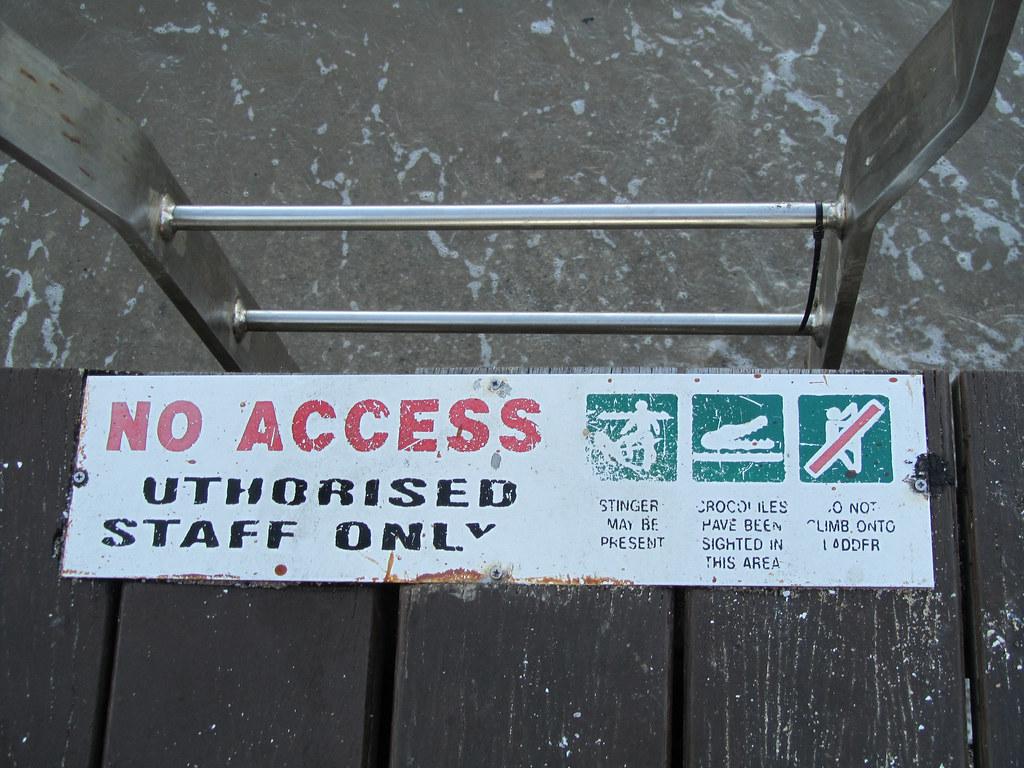 Cartel de aviso de cocodrilos en Cairns