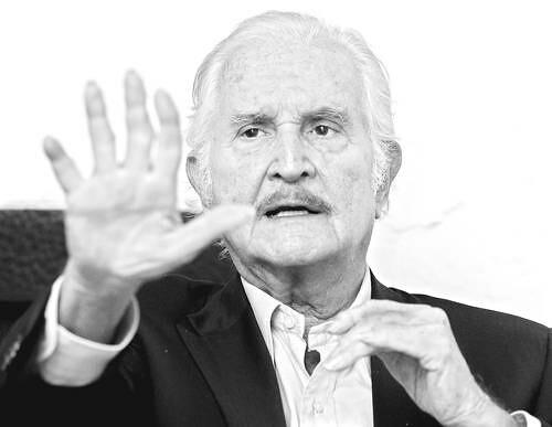 El escritor mexicano Carlos Fuentes. Foto Archivo La Jornada