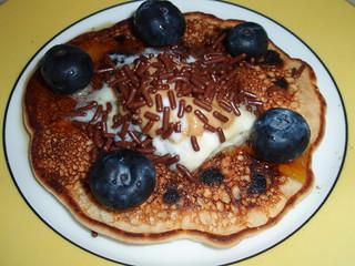 Brainless Banana Pancakes (with chocolate chips)