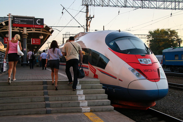 Sapsan high speed train at Kursky station, Moscow モスクワ、クールスキー駅のサプサン号