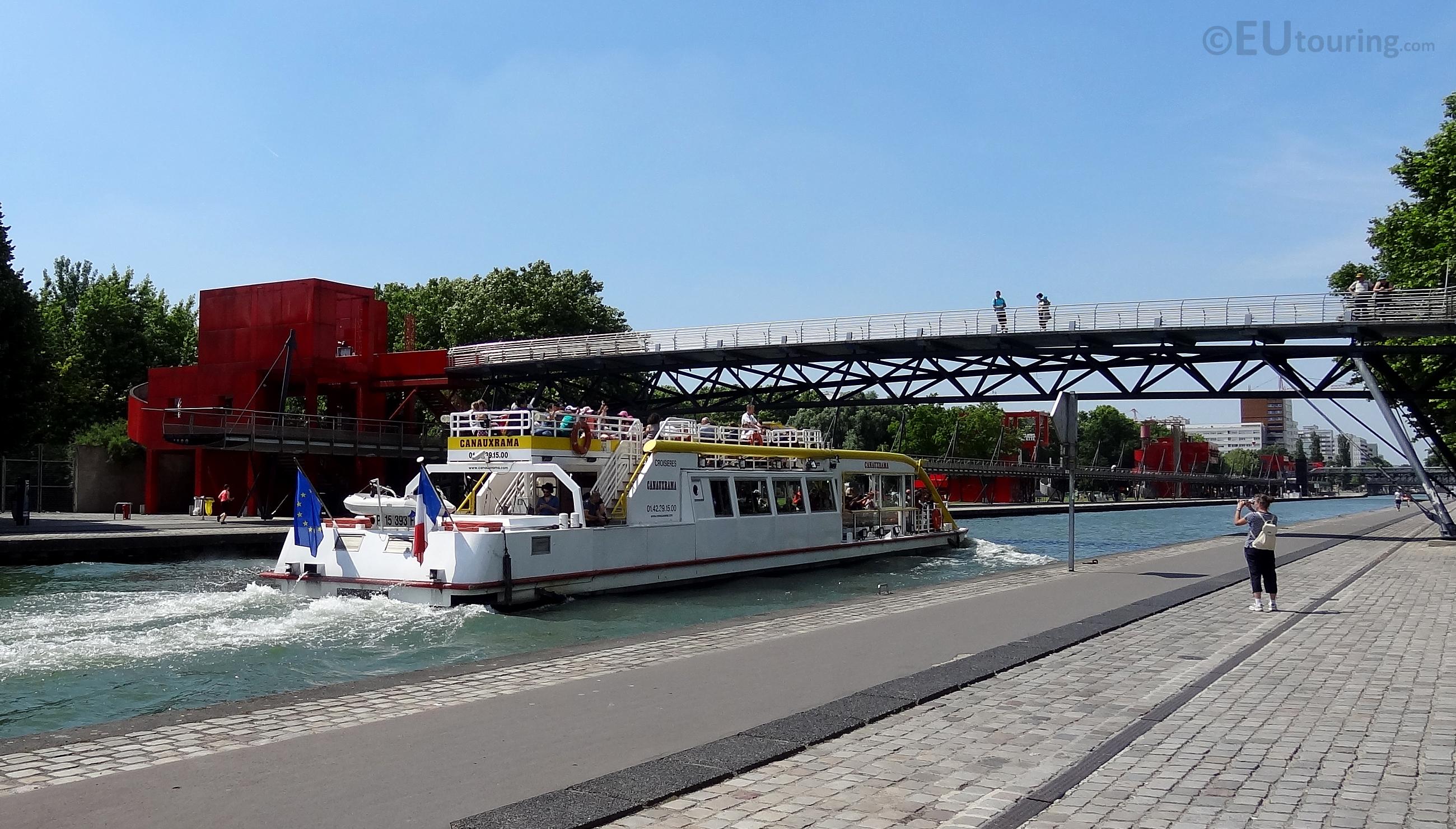 Cruise under a bridge