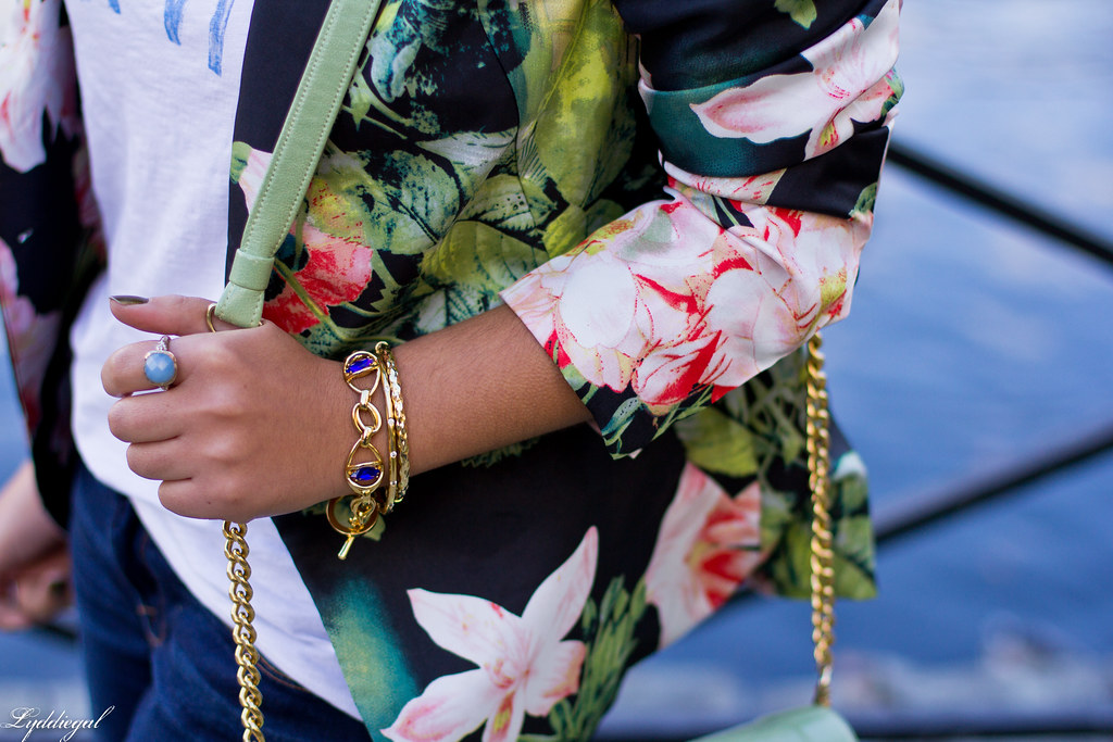 Jeans, graphic tee, floral blazer, converse-5.jpg