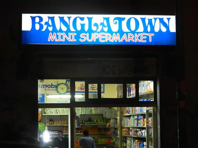 Un negozio gestito da migranti asiatici