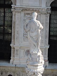 Image of Doge's Palace near Venice. ヴェネツィア venice venezia βενετία sculpture