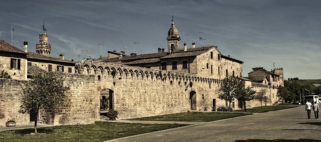 Buonconvento crete senese italy tripcarta - Porta castellana montalcino ...