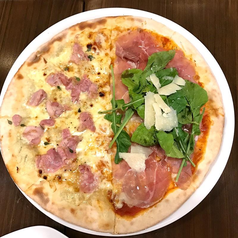 Large pizza at Peperoni