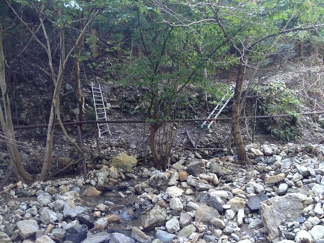 秣の滝 登山道 アルミはしご