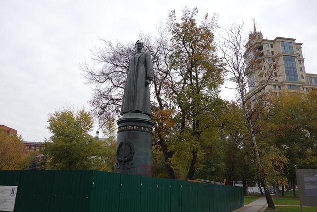 191 - Cementerio de las estatuas caidas