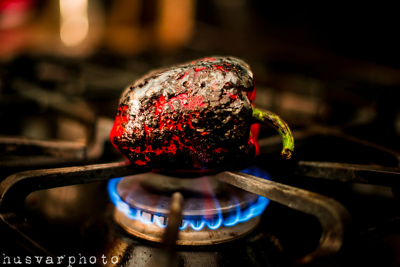 how to fire roast a red pepper in_the_know_mom #NewTraDish
