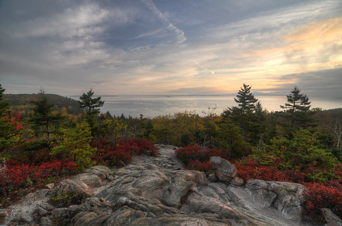 ocean travel autumn vacation fall leaves sunrise nationalpark nikon unitedstates outdoor hiking maine atlantic tokina trail hdr acadia barharbor hikingtrail d300 photomatix greatheadtrail 1116mm