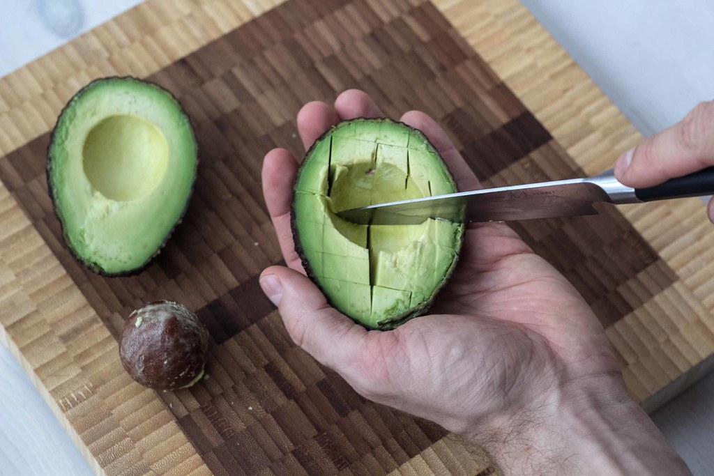 Guide How To: Cut and Dice an Avocado