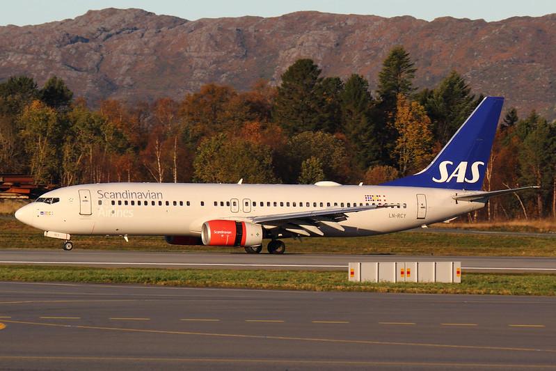 SAS - B738 - LN-RCY (1)