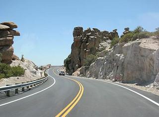 Cara Aman Berkendara Di Jalan Tol