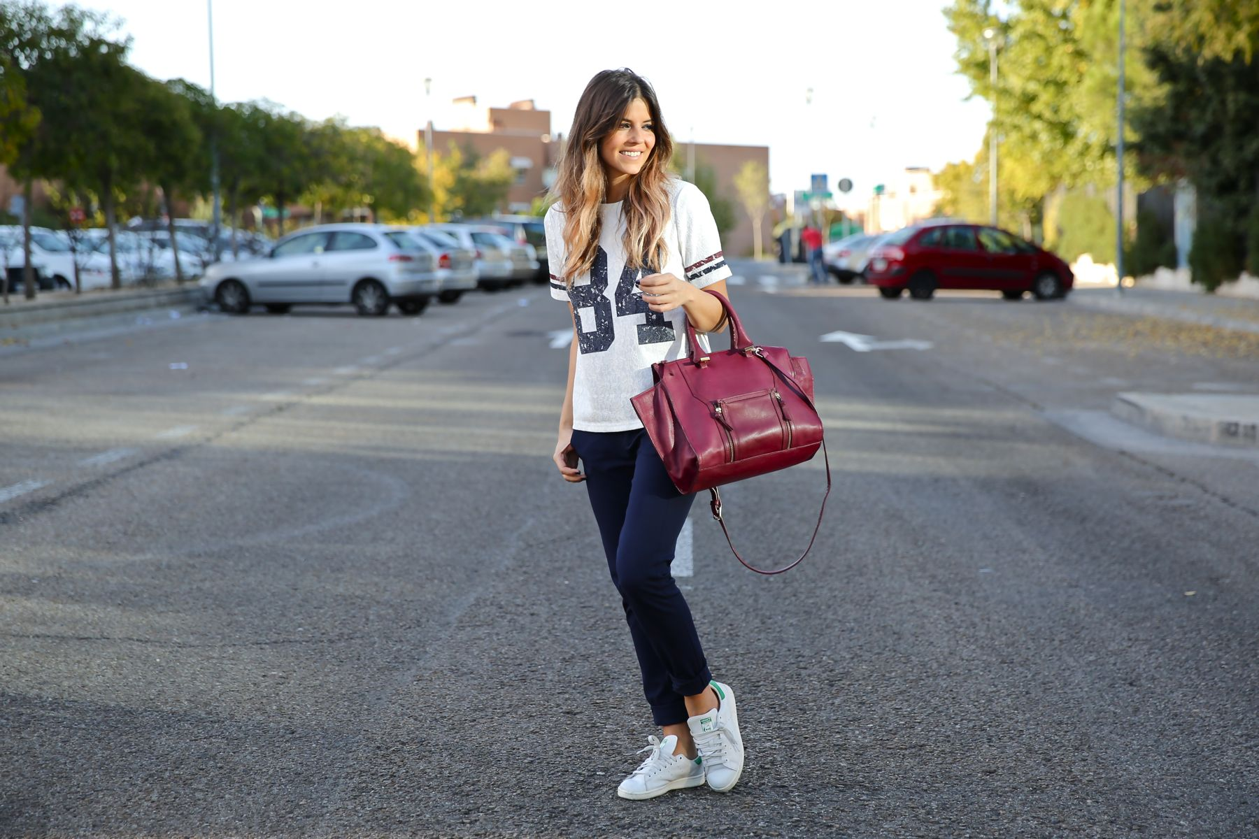 trendy_taste-look-outfit-street_style-ootd-blog-blogger-fashion_spain-moda_españa-zara-stan_smith-adidas-cosette-tee-baseball-camiseta-numero-pantalón-capri-pinzas-11
