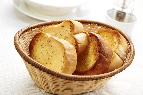 高雄新國際西餐廳正統牛排A餐套餐_附餐-麵包