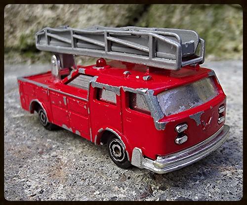 N°2310 Camion Pompier grande échelle. 15472928988_9f7b44a817