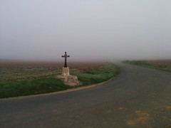 Calvaire et brouillard - Photo of Suilly-la-Tour
