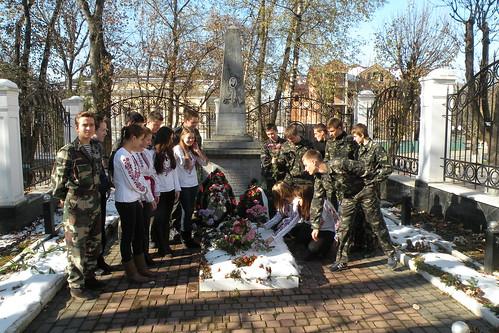 Покладання квітів до могили полковника М.С. Смирнова (28.10.2014)