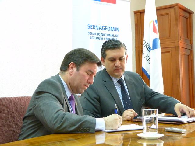 Firma del convenio de la Tesorería y el Sernageomin (2)