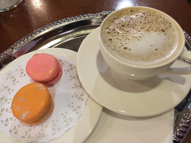 Coffee and macarons - La Maison du Macaron