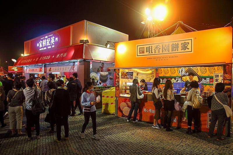 Macau-Bakery-Stalls