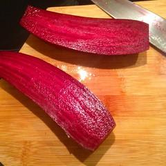 Rødbeter av den avlange sorten fra Rosnes gård. Skal bakes og spises. Nam! @lokal_kolonial