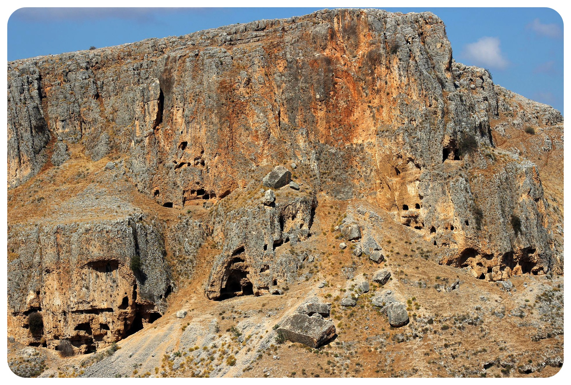 israel national trail mount arbel cliffs