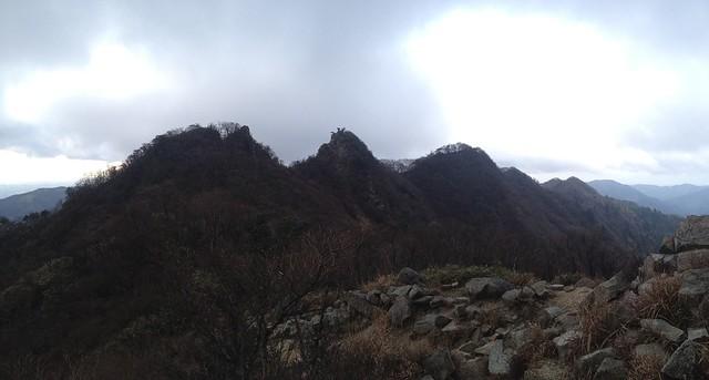 鎌ヶ岳 山頂直下より鎌尾根パノラマ