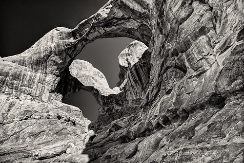 bw usa monochrome rock utah arch archesnationalpark hdr doublearch idmoab2010